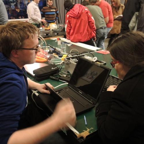 Kann man den Laptop wieder reparieren? Unser erstes ReparaturCafé in der Oststadt.