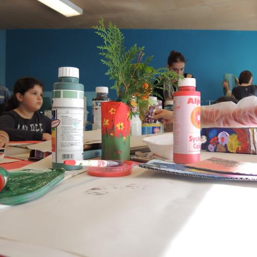 Vasen aus Tetra Paks? Na klar - bei unserem 4. Reparaturcafé gab es einen Workshop dazu.