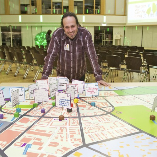 Das Quartier Zukunft Team freut sich über die sehr  interessanten, gemeinsam erarbeiteten Projektideen für die Karlsruher Oststadt. © Karlsruher Institut für Technologie (KIT)