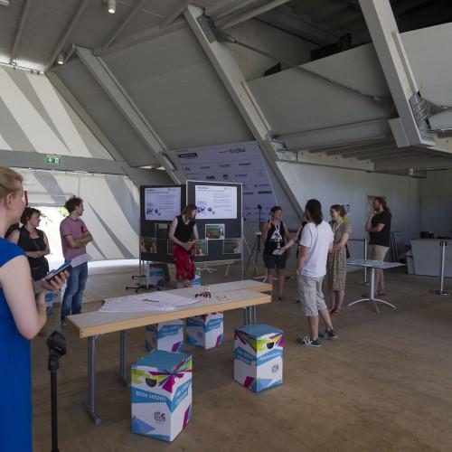 Der Ausstellungsraum wurde mit Beispielen der nachhaltigen Stadtgestaltung bespielt. © Karlsruher Institut für Technologie