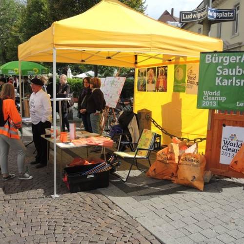 Im Rahmen des World Cleanup Day 2013 hat sich das Quartier Zukunft zusammen mit der Stadt Karlsruhe und der Initiative Bürgeraktion Sauberes Karlsruhe an der großen Müllsammelaktion beteiligt.