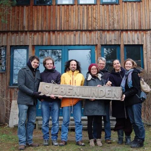 Station war auch das Ökodorf Sieben Linden in Poppau – ein Gemeinschaftsprojekt, das sich die Reduzierung des ökologischen Fußabdrucks zum Ziel gesetzt hat.