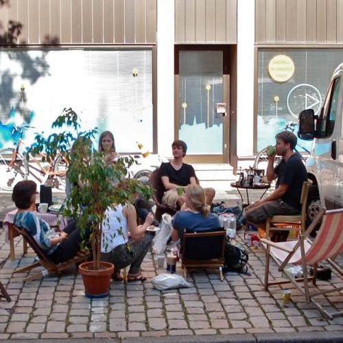 Am 19. September 2014 fand international der Park(ing) Day statt. Ein guter Anlass, um auch in Karlsruhe zu zeigen, wie aus Parkraum durch Umnutzung kreative Lebensräume entstehen können.
