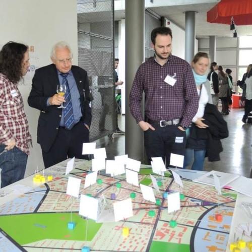"""Im Mai 2015 wurde das Reallabor 131 zusammen mit dem Quartier Zukunft – Labor Stadt vom MWK zur Auftaktveranstaltung """"BaWü-Labs GO! Start der Reallabore für den Wandel zur Nachhaltigkeit in Baden-Württemberg"""" eingeladen."""